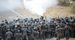 In Photos: Guatemala forces battle determined Honduran migrants